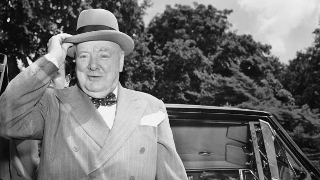 Winston Churchill avant in auto.