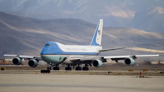 L'aviun «Air Force One» sin ina plazza aviatica.