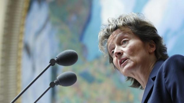 Eveline Widmer-Schlumpf en la chasa federala.
