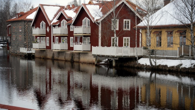 Tipicas chasa da Falun en la colur «Faluröd».