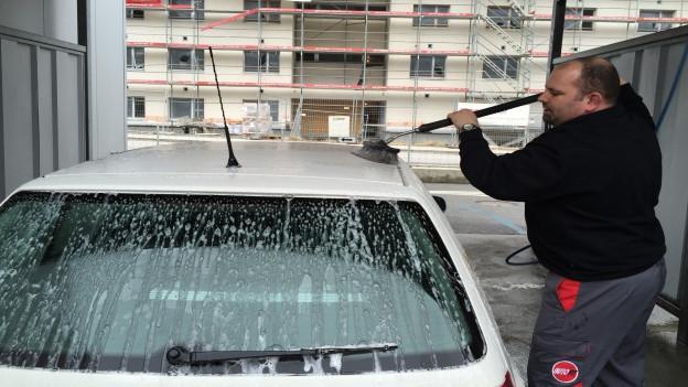 Reto Christen lava in auto alv.