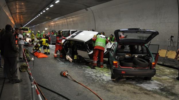 Autos en in tunnel
