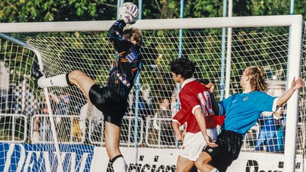Gieu da ballape da la Svizra cunter l'Estonia l'onn 1994.