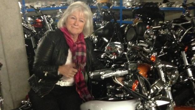 Hanny Soliva cun sia nova Harley.