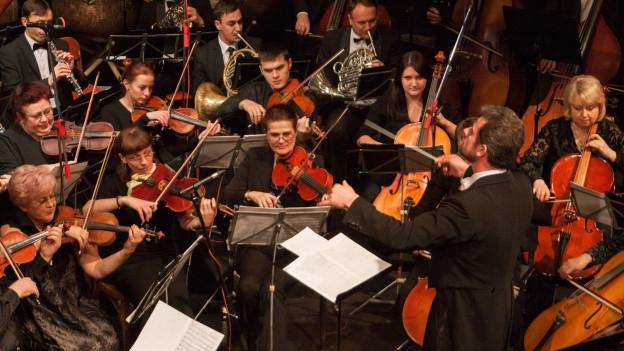 Orchester da sinfonia e filarmonia.