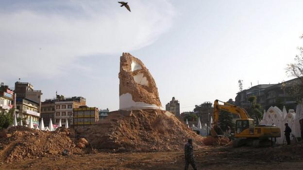 Tur da Dharahara a Kathmandu, destruida.
