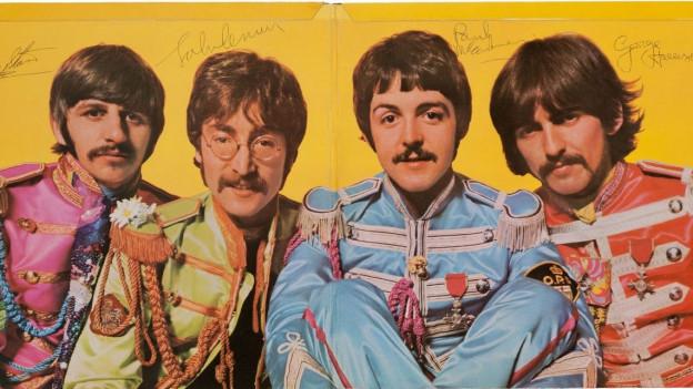 Ils Beatles en lur uniformas da Sgt. Pepper