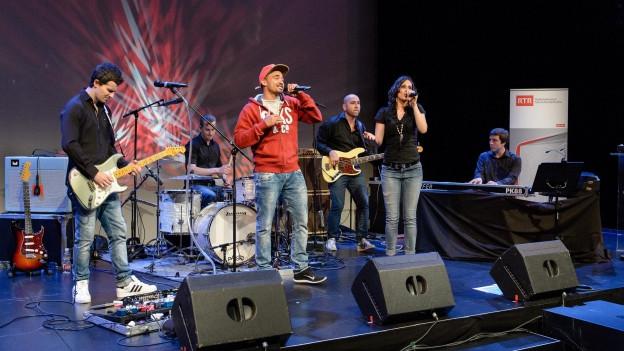Snook e Rezia durant il concert a Turitg.