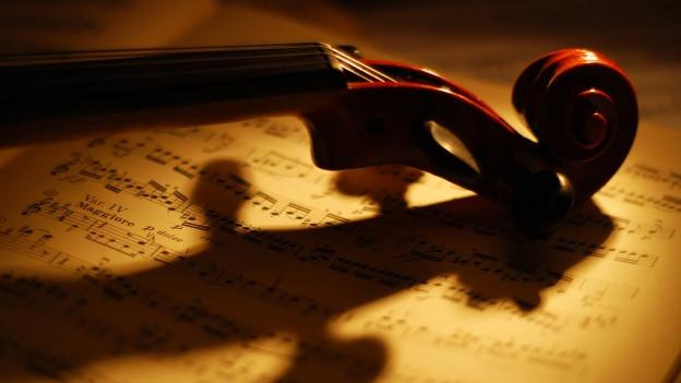 Violina e notas da musica.
