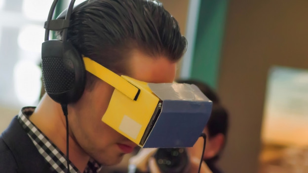 In exempel da virtualitad augmentada cun egliers ed uregliers