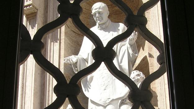 Ina sculptura da Josemaría Escrivá de Balaguer y Albás.