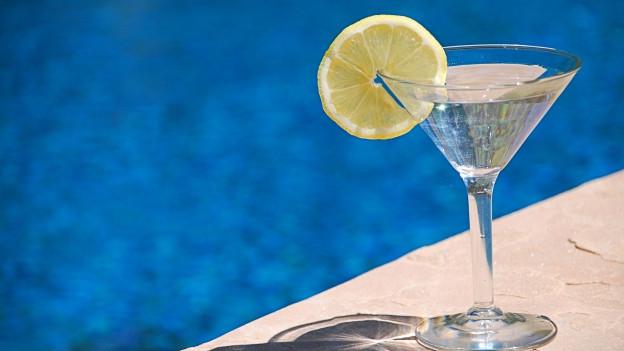 Cocktail a l'ur dal pool.