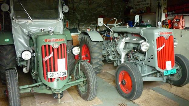 Dus tractors vegls.