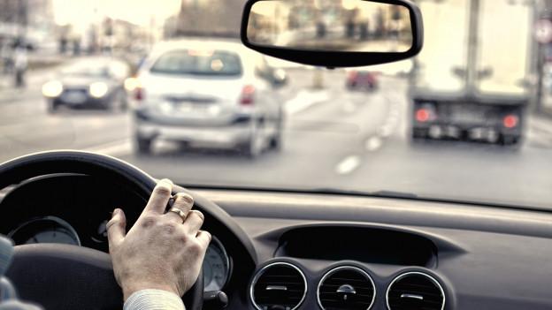 Automobilist en ses auto.