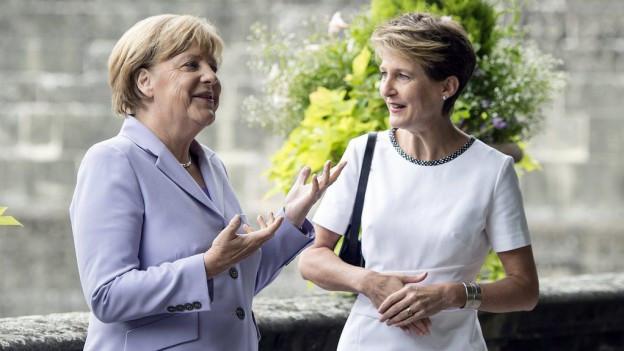 Angela Merkel e Simonetta Sommaruga durant la visita da la chanceliera a Berna.