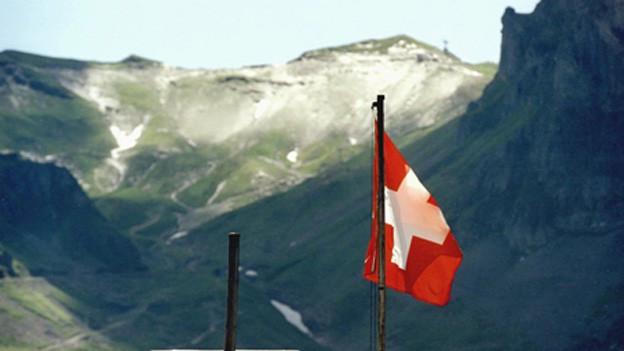 Ina bandiera da la Svizra sin in cuolm.