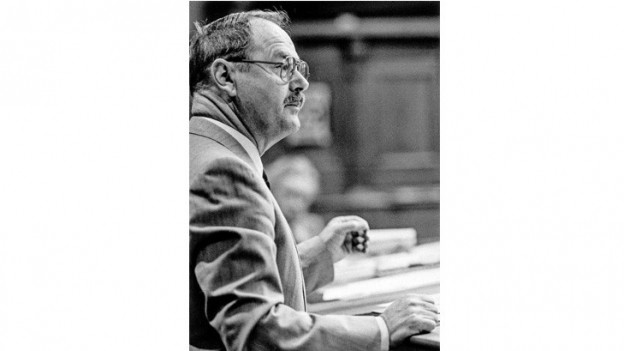 Luregn Mathias Cavelty en il parlament a Berna.