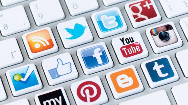 Simbols da Social media sin ina tastatura.