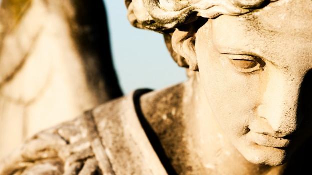 Ina statua d'in anghel.