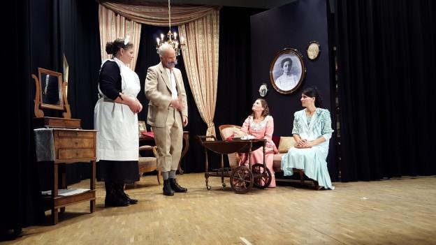 Quatter acturs dal teater «La MALpaziainta».