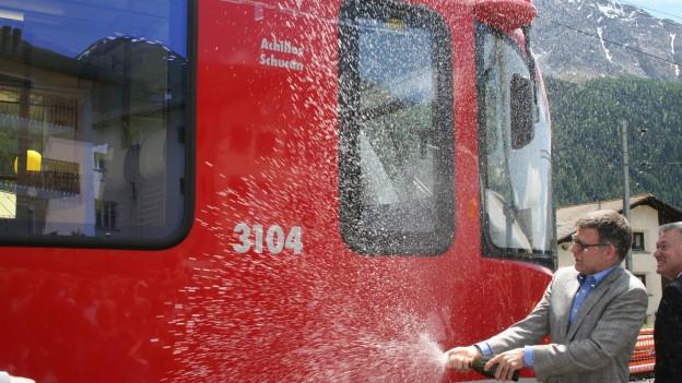 Batten da la locomotiva «Achilles Schucan» l'onn 2013 a Zuoz.