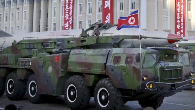 La Corea dal Nord mussa gugent la forza militara dal pajais, qua durant ina parada militara l'october 2015.