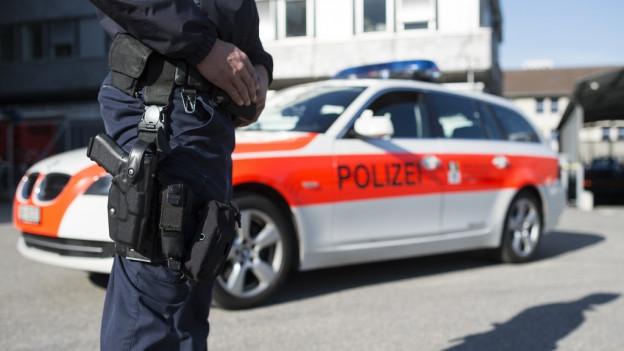 Policist sper ses auto.