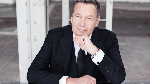 Roland Kaiser sin la cuverta dal dc «Auf den Kopf gestellt».