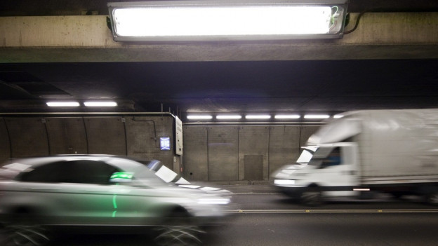 Autos en il tunnel dal Gottard