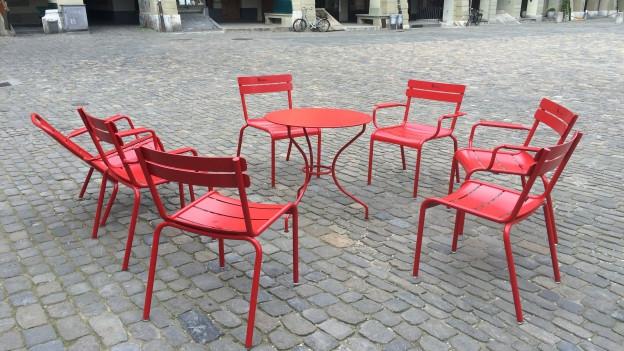 Maisas e sutgas cotschnas per la plazza a Berna