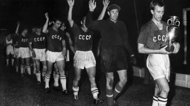 L'equipa sovietica suenter la victoria cunter la Jugoslavia