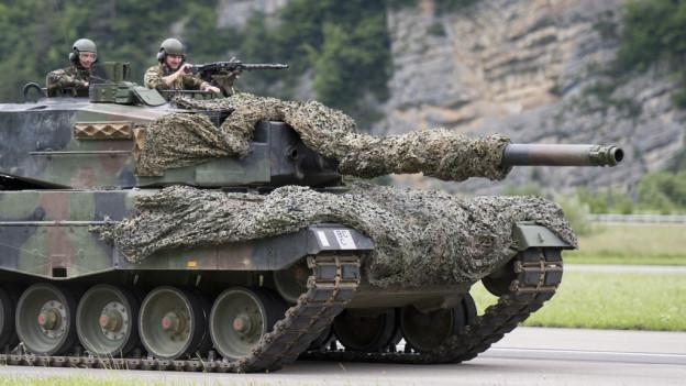 In tanc da l'Armada svizra durant in exercizi.