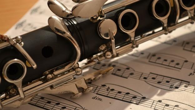 Ina clarinetta.