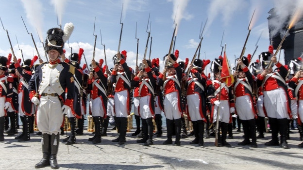 Les Vieux Grenadiers da Genevra durant ina sajettada.