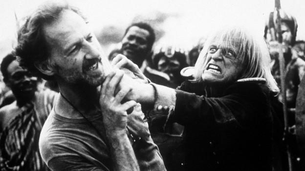 L'actur Klaus Kinski ed il reschissur Werner Herzog en ina scena dal film documentar' Mein liebster Feind'