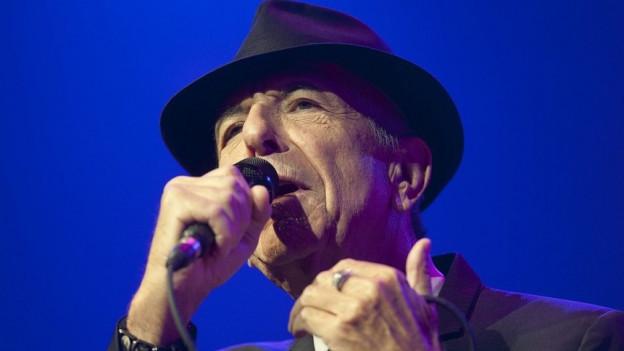 Leonard Cohen cun sia chapella tipica.