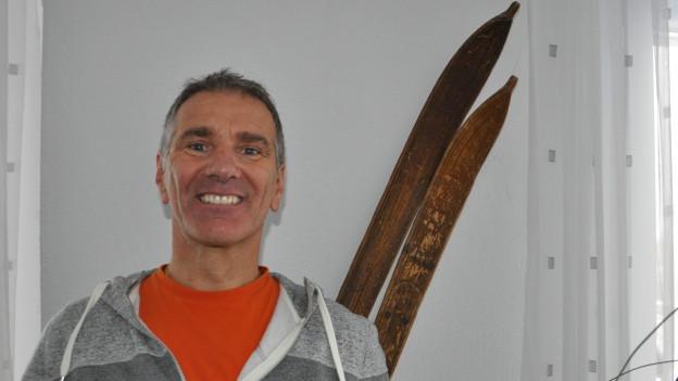 Norbert Coray avant in pér skis vigls