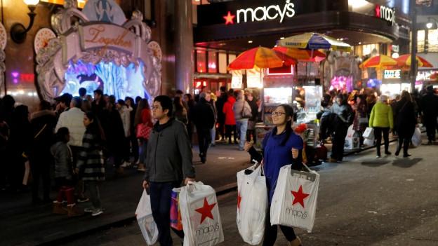 Sin il Herald Square a New York ha il shopping gia cumenzà fitg baud oz.