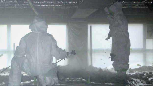 Asbest d'astgins mo allontanar cun in vestgi da protecziun