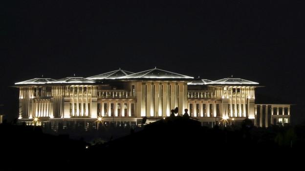 Palst gigantic da Recep Tayyip Erdogan.