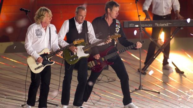 Status Quo durant in concert.