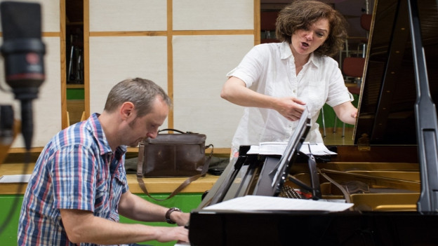 M.R. Wesseling e C. Scherrer en il studio a Turitg