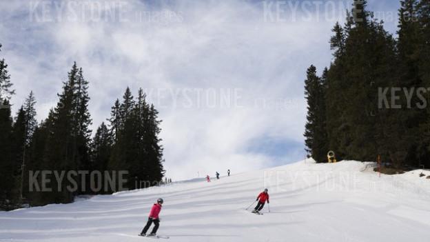 Cun skis sin ina bella pista atras il guaud