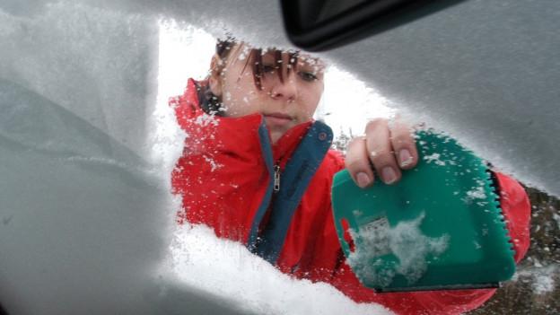 Far bain davent la naiv dal auto è impurtant per la segirtad.