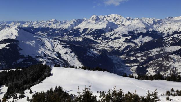 Vista da l'alp Dutjen- Valendau sin il Piz Mundaun