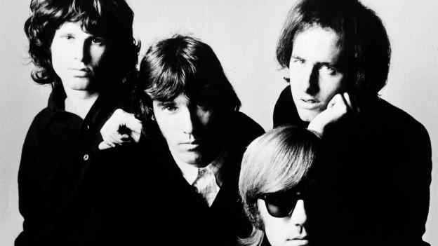 la band cun il chantadur Jim Morrison