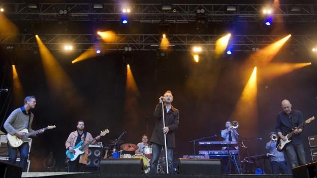 La band Züri West sin il palc dal Gurten Festival.