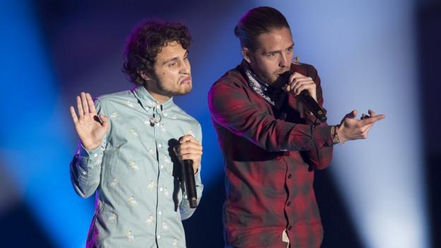 Lo & Leduc durant in concert