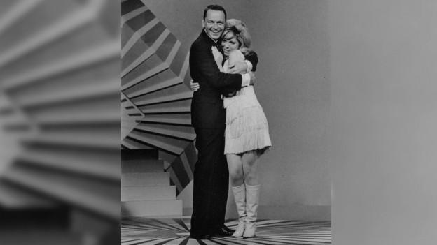 Frank e Nancy Sinatra en ina show da televisiun.
