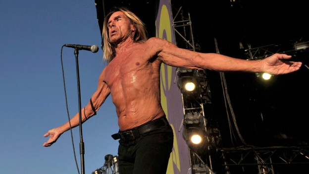 Iggy Pop durant in concert
